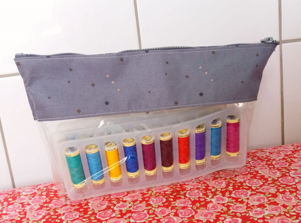 Free sewing pattern for a vinyl pouch